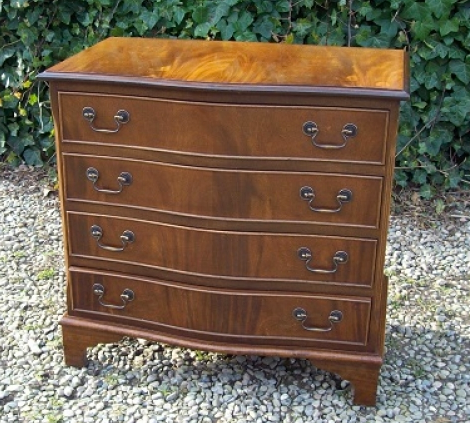 Serpentine Mahogany Chest of Drawers -SOLD-
