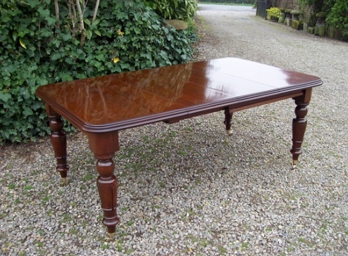 A Victorian Mahogany Eight Seat Extending Dining Table