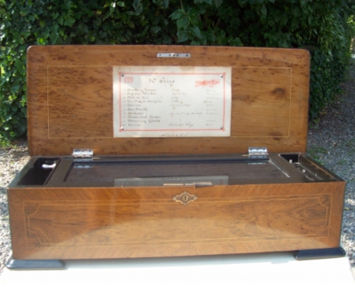 A 10 Air Rosewood Music Box