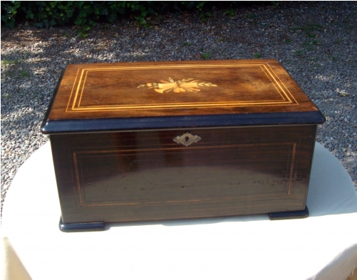 A 6 Air Rosewood Music Box